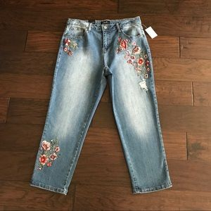 NWT! Earl Jeans Worn-In Flower Embroidered Jeans